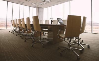 Gewerbe Büro mit Robotern reinigen